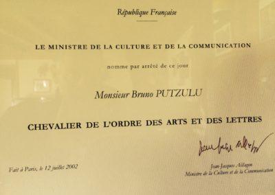 2002 – Chevalier de l'ordre des Arts et des Lettres